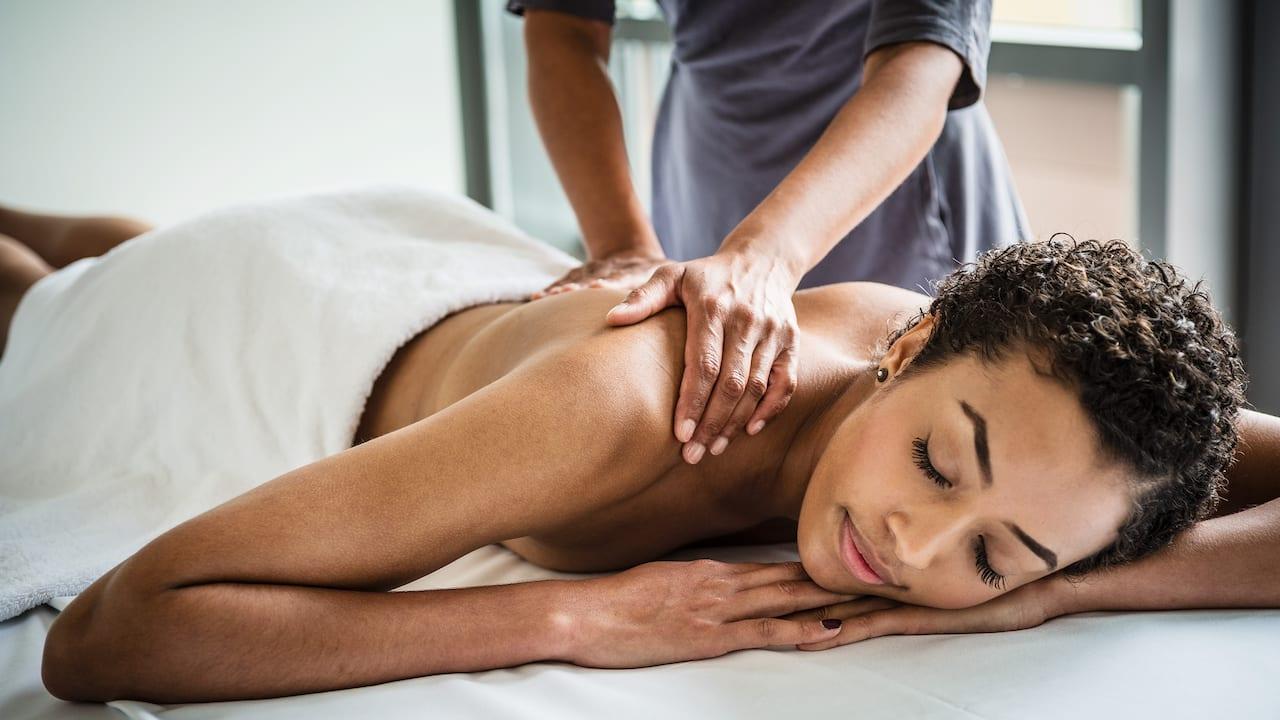 Massage im Club Olympus Spa & Fitness im Grand Hyatt Berlin
