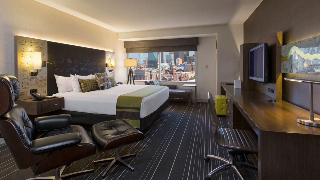 King-sized bed in Presidential Suite Guestroom
