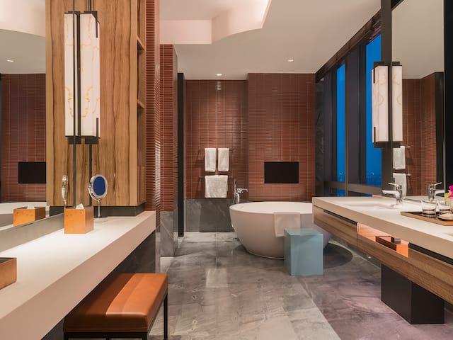 Grand Executive Suite Bathroom