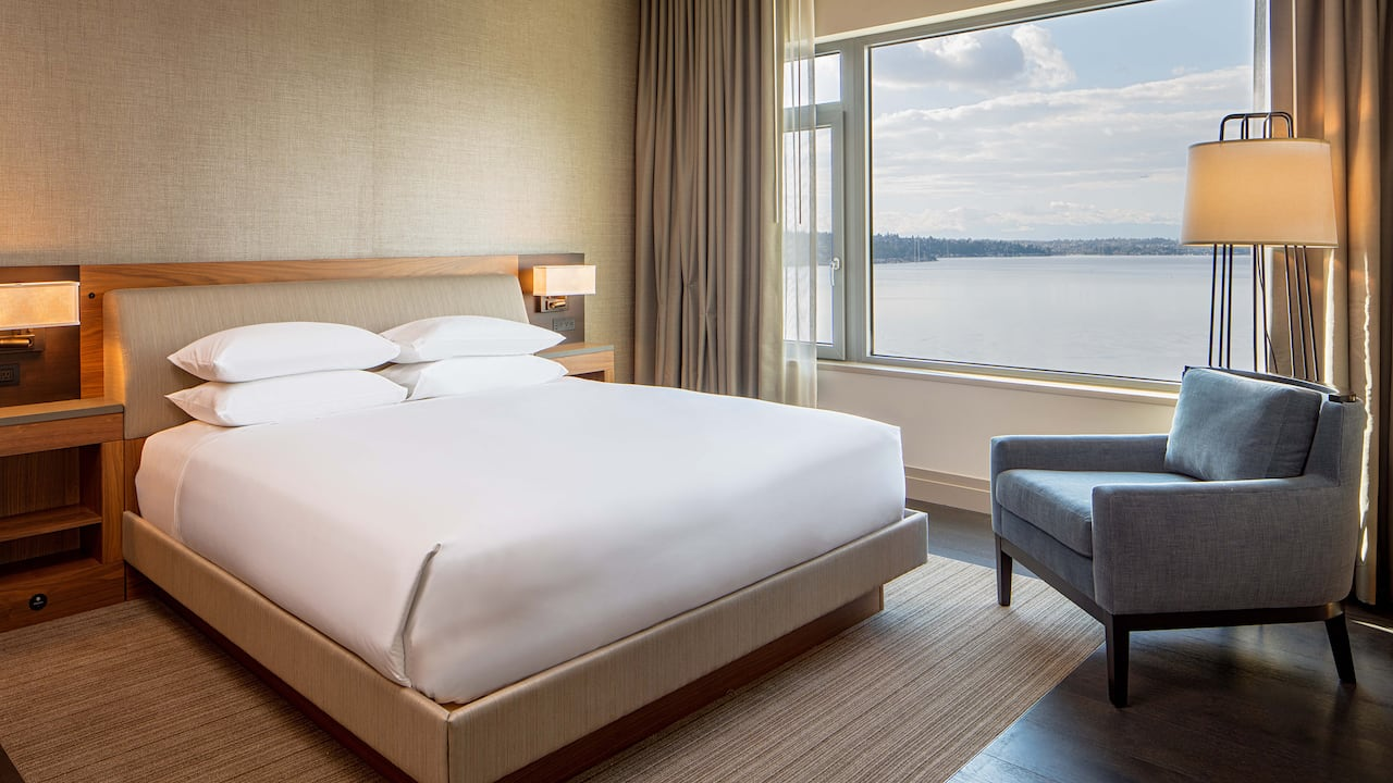 Suite bedroom Hyatt Regency Lake Washington at Seattle's Southport