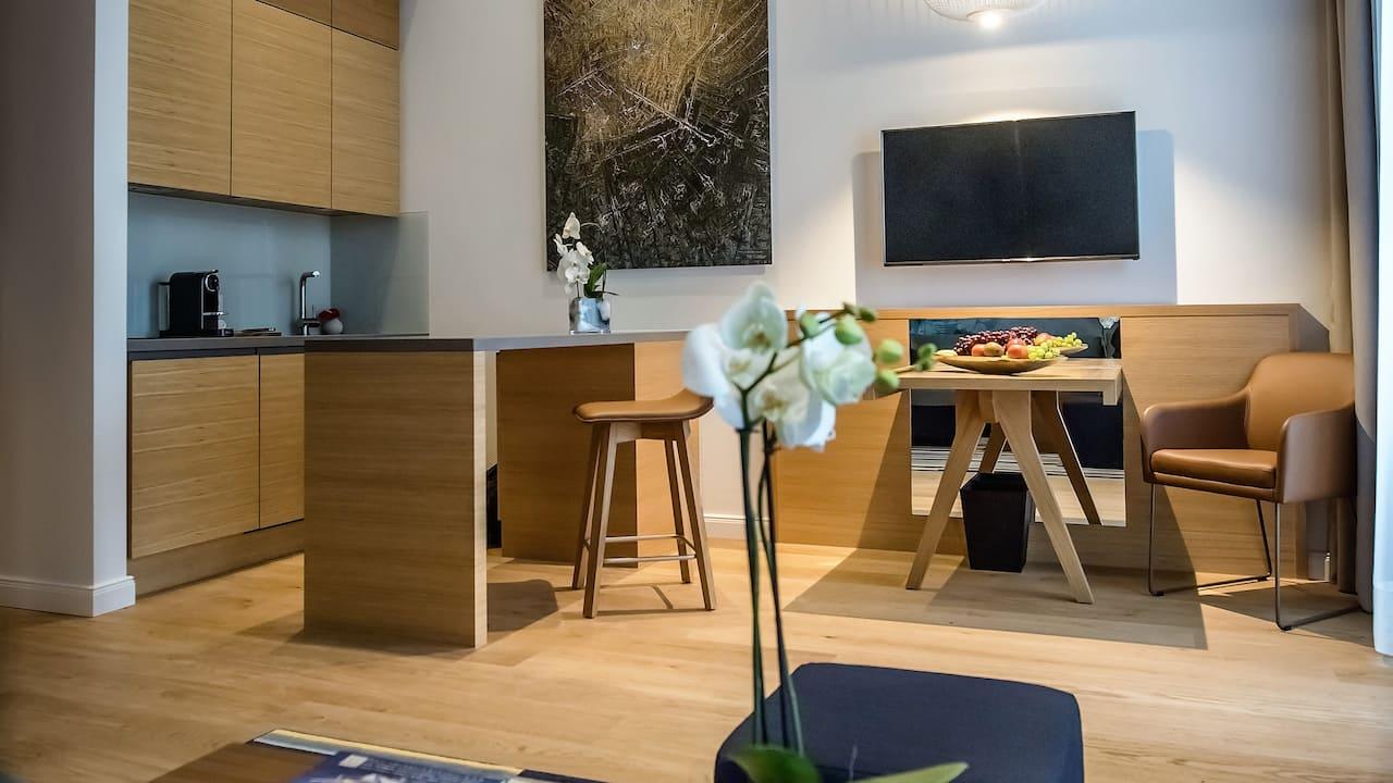 Dusseldorf guestroom kitchen