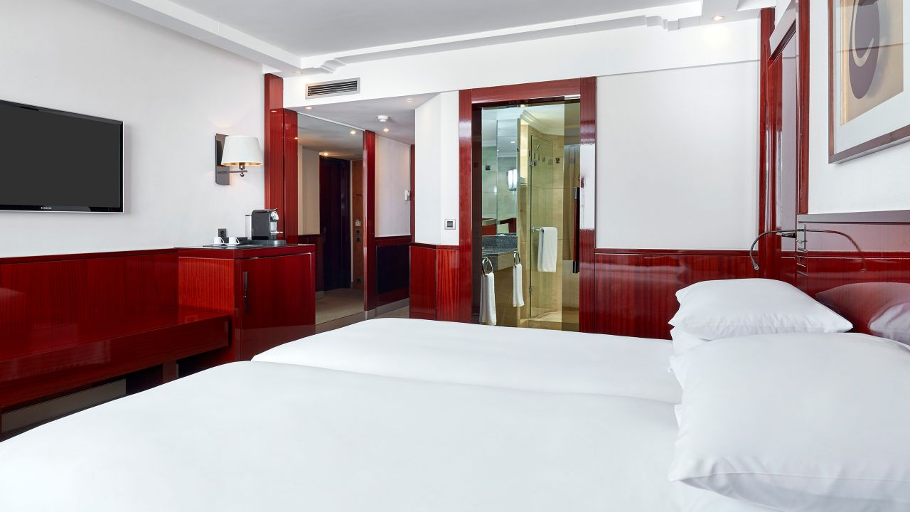 Twin beds with Club access