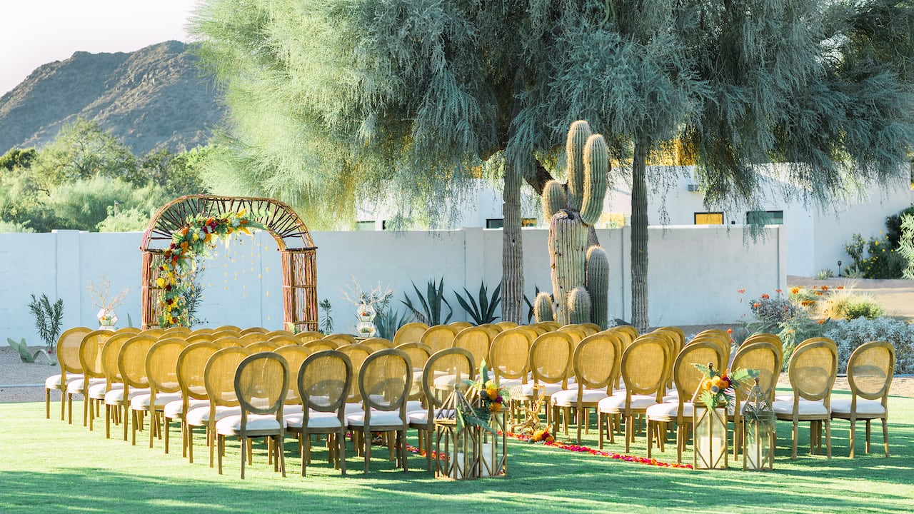 Weddings perfect for the modern bride with mid-century modern style at Andaz Scottsdale, AZ Resort & Bungalows
