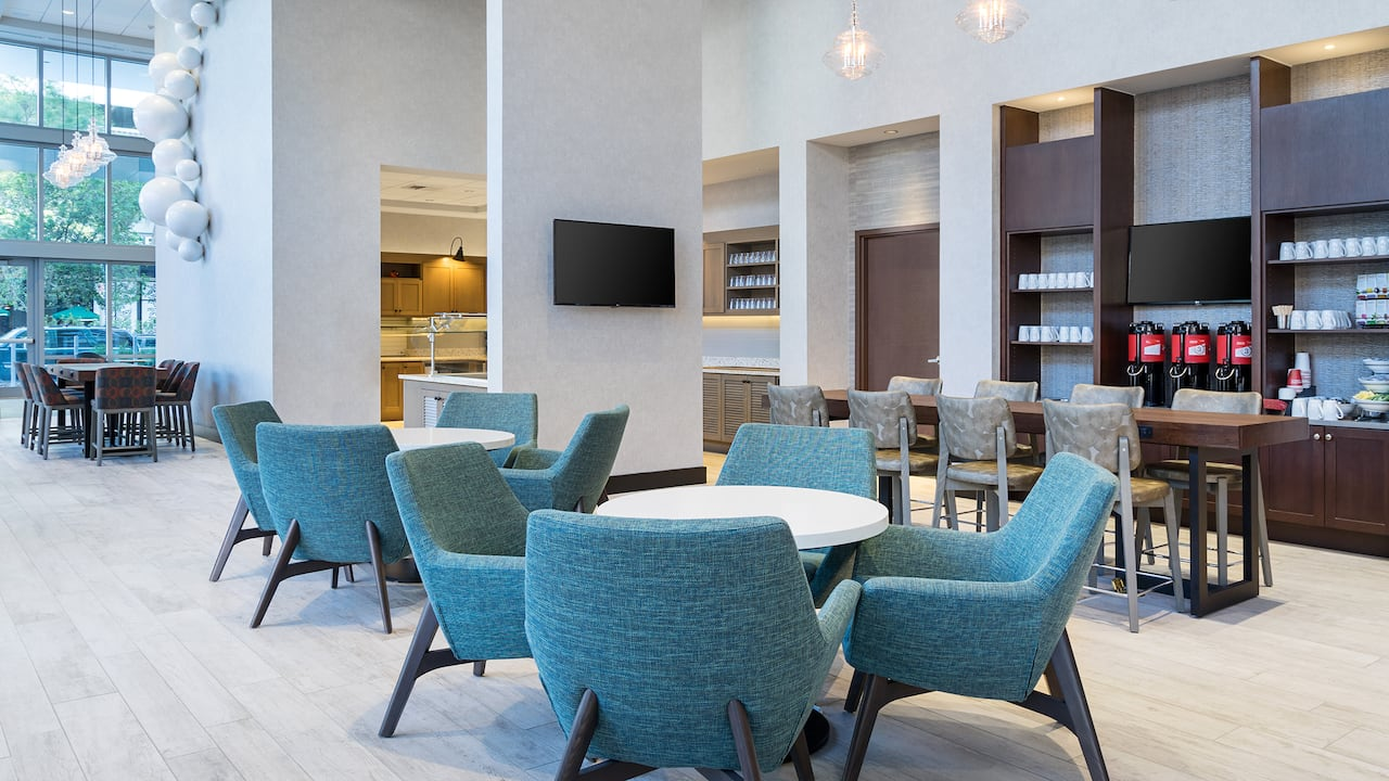Hyatt Place St. Petersburg/Downtown Breakfast seating