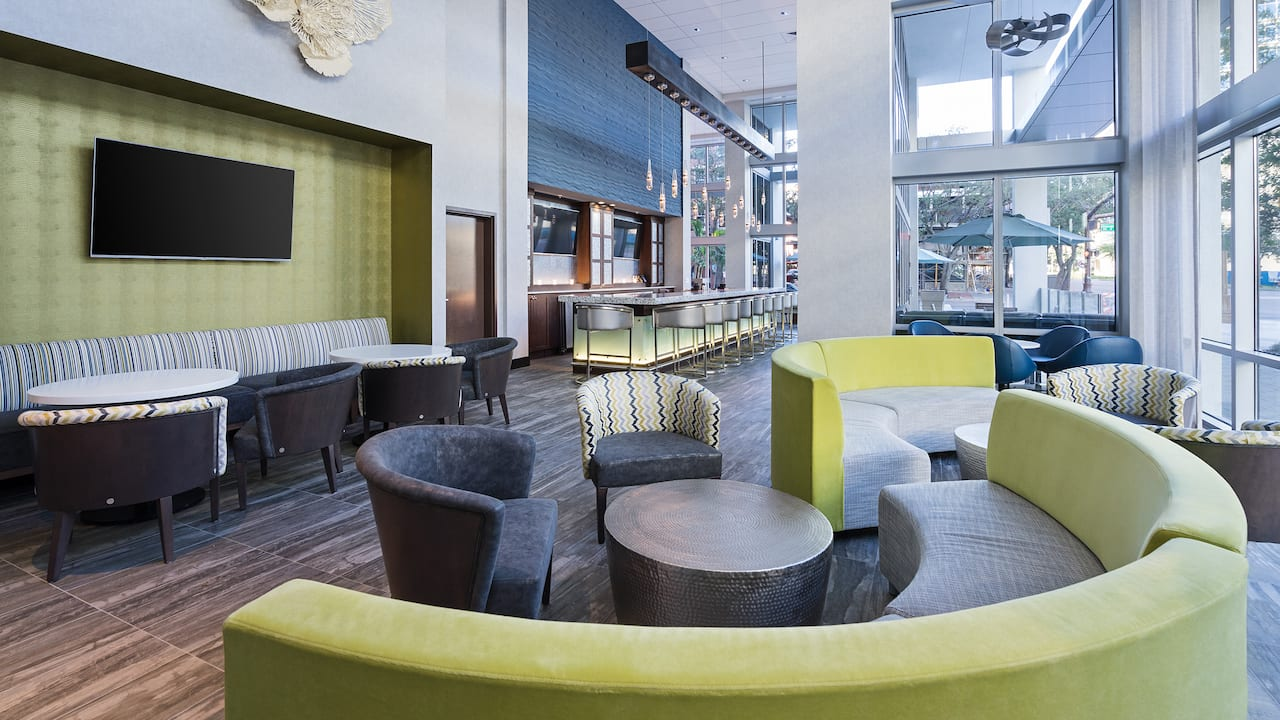 Hyatt Place St. Petersburg/Downtown Bar Lounge