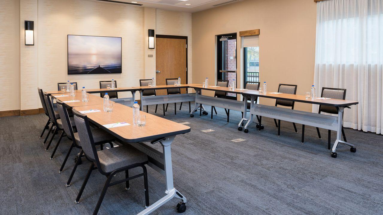 Meeting Room U shape set up