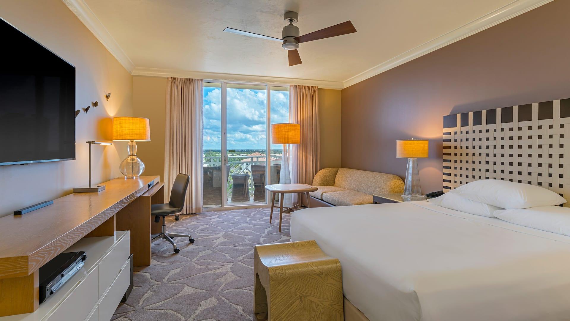 Resort in Bonita Springs with king size bed