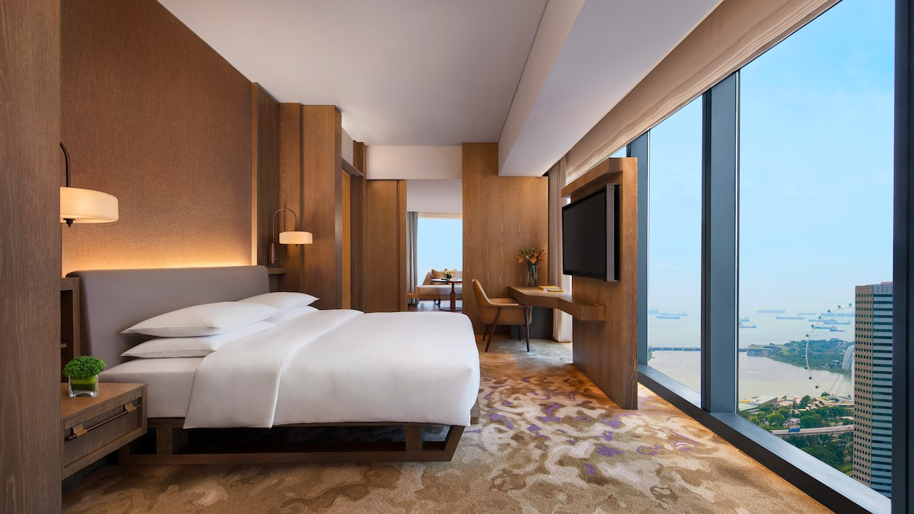 1 king bed studio suite with skyline/marina bay view at the Andaz hotel Singapore