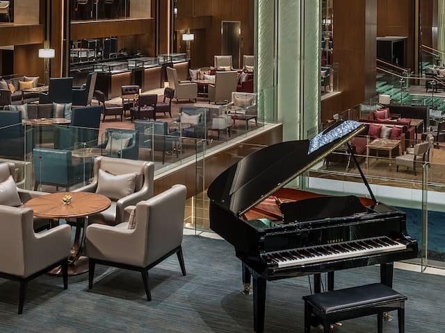 grand hyatt manila piano