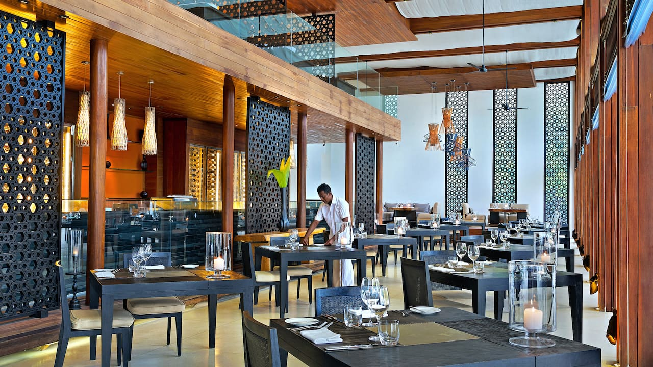 5-star Maldives Resort Restaurant