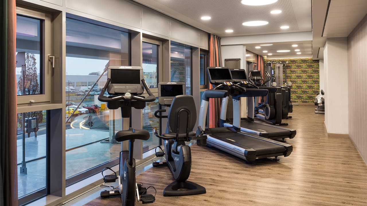 24 hour stay fit gym at hyatt place frankfurt airport