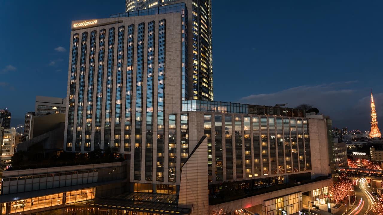 Grand Hyatt Tokyo Hotel Exterior with Tokyo Tower グランド ハイアット 東京 ホテル外観