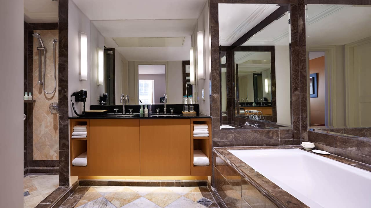 Premier Suite Bathroom The Grand Hyatt Hotel, Jakarta