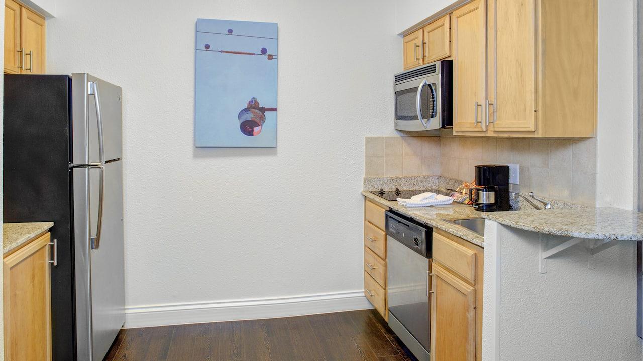 Hyatt House Dallas / Lincoln Park Suite Kitchen