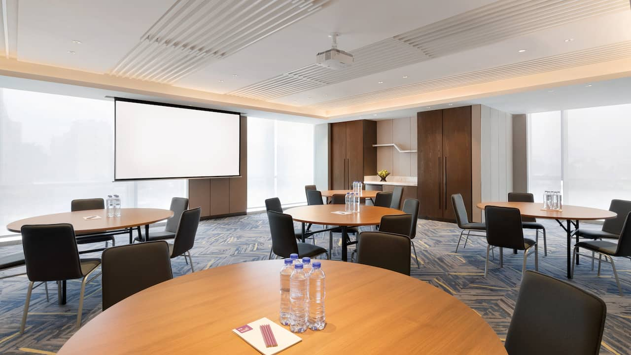 Meeting Space 2 Rounds
