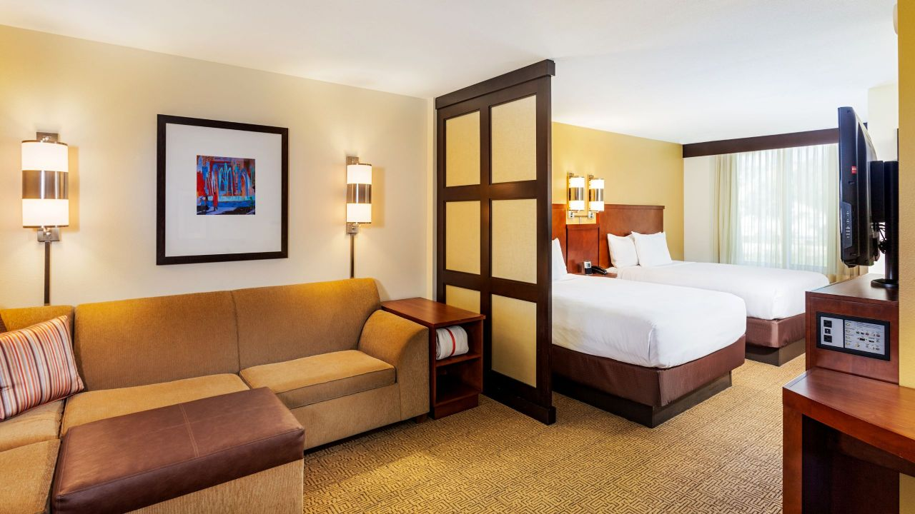 delightful hotel rooms and accommodations hyatt place. Black Bedroom Furniture Sets. Home Design Ideas