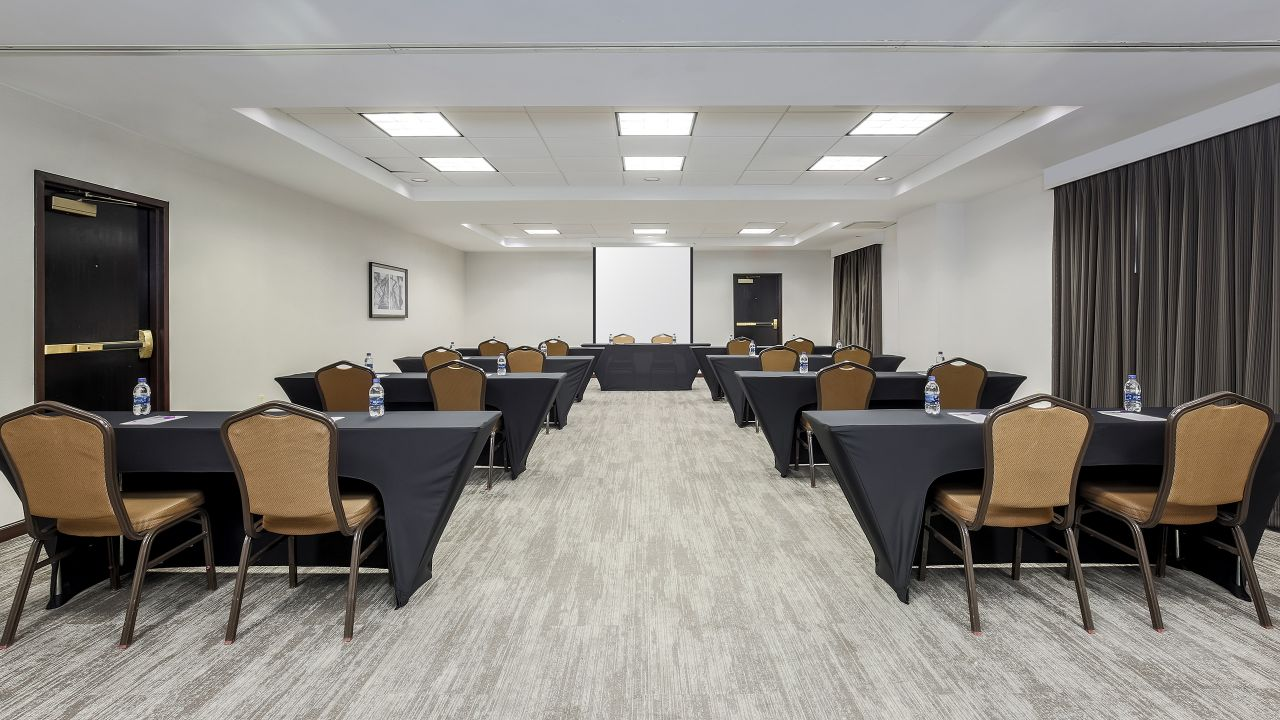 Hyatt Place Meeting Table Set-up