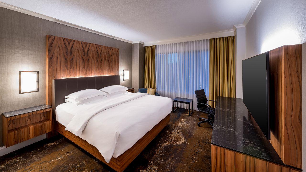 Hyatt Regency Calgary Room One King Bed