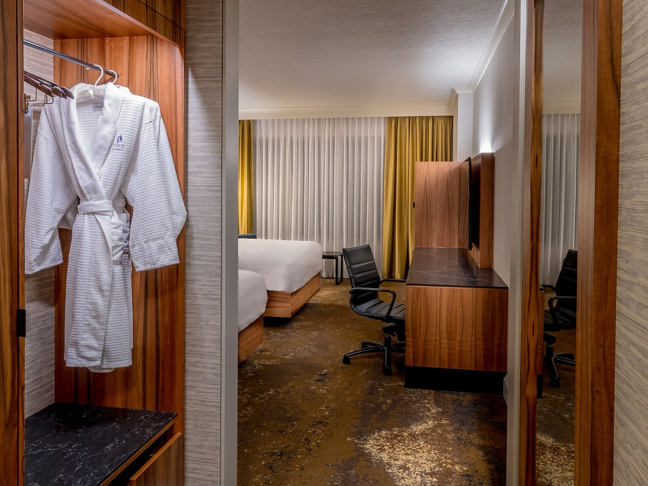 Hyatt Regency Calgary Closet with Robe