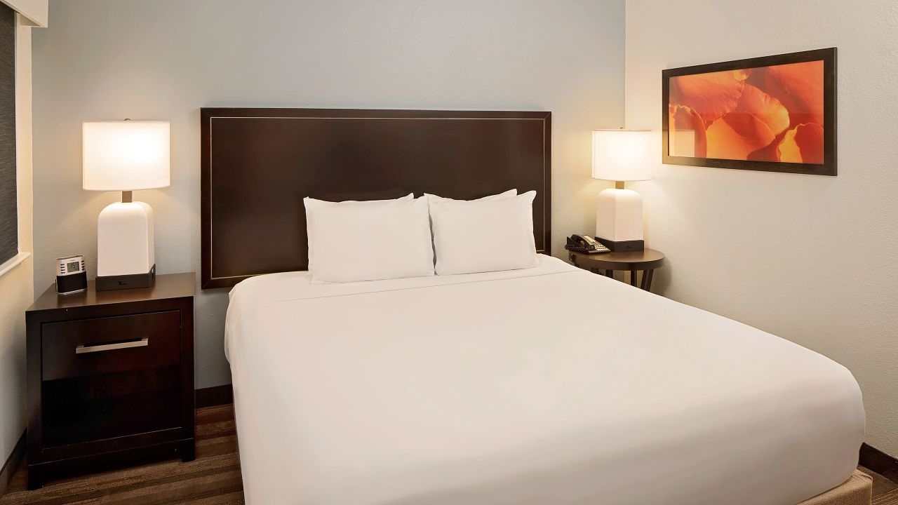 Hyatt House Dallas / Addison King guestroom