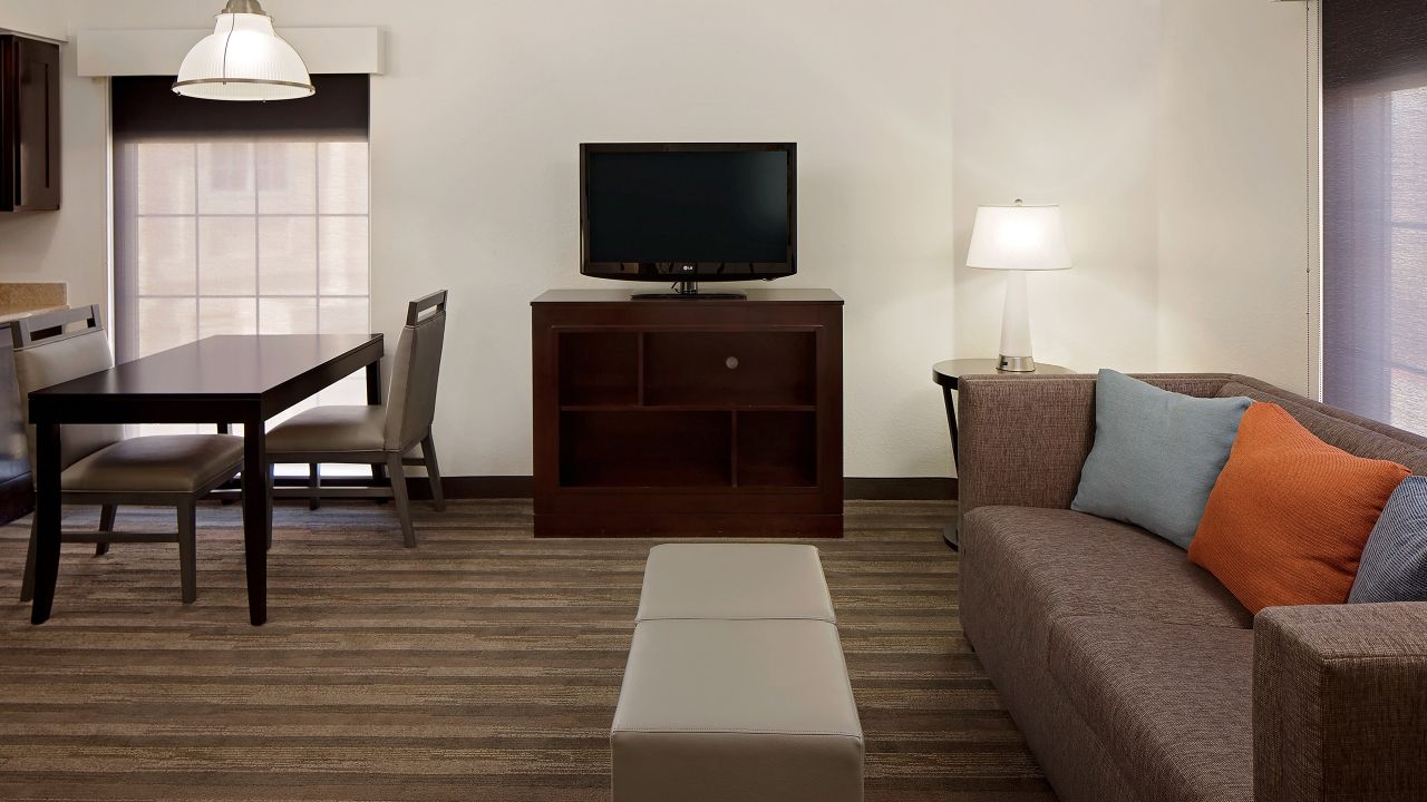 Hyatt House Dallas / Addison guest suite living room