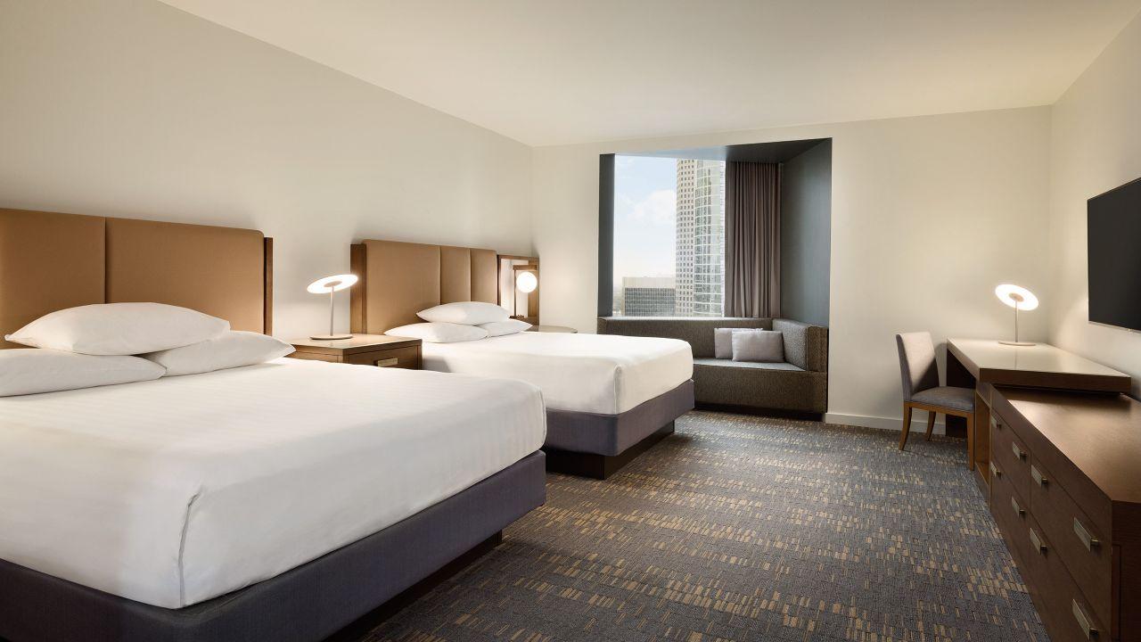 Spacious, modern double bed guestroom Hyatt Regency Houston