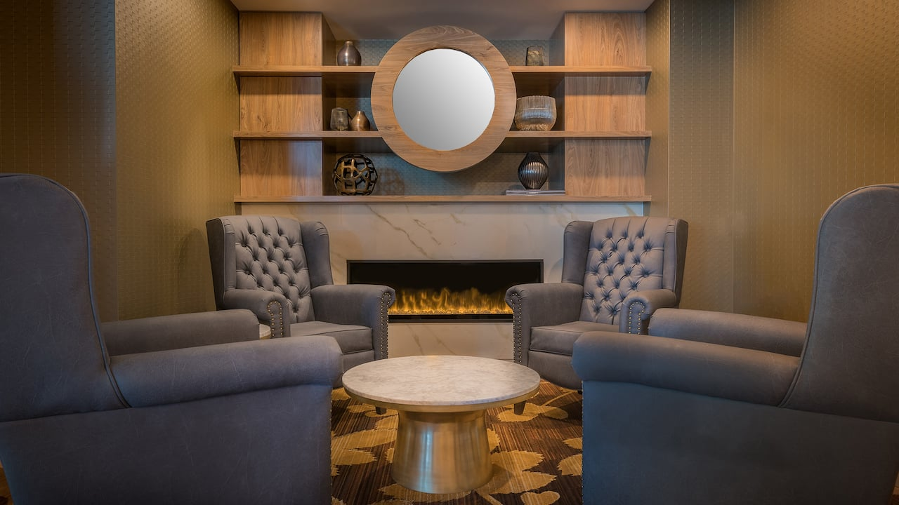 Hyatt Regency Calgary – Fireplace Club