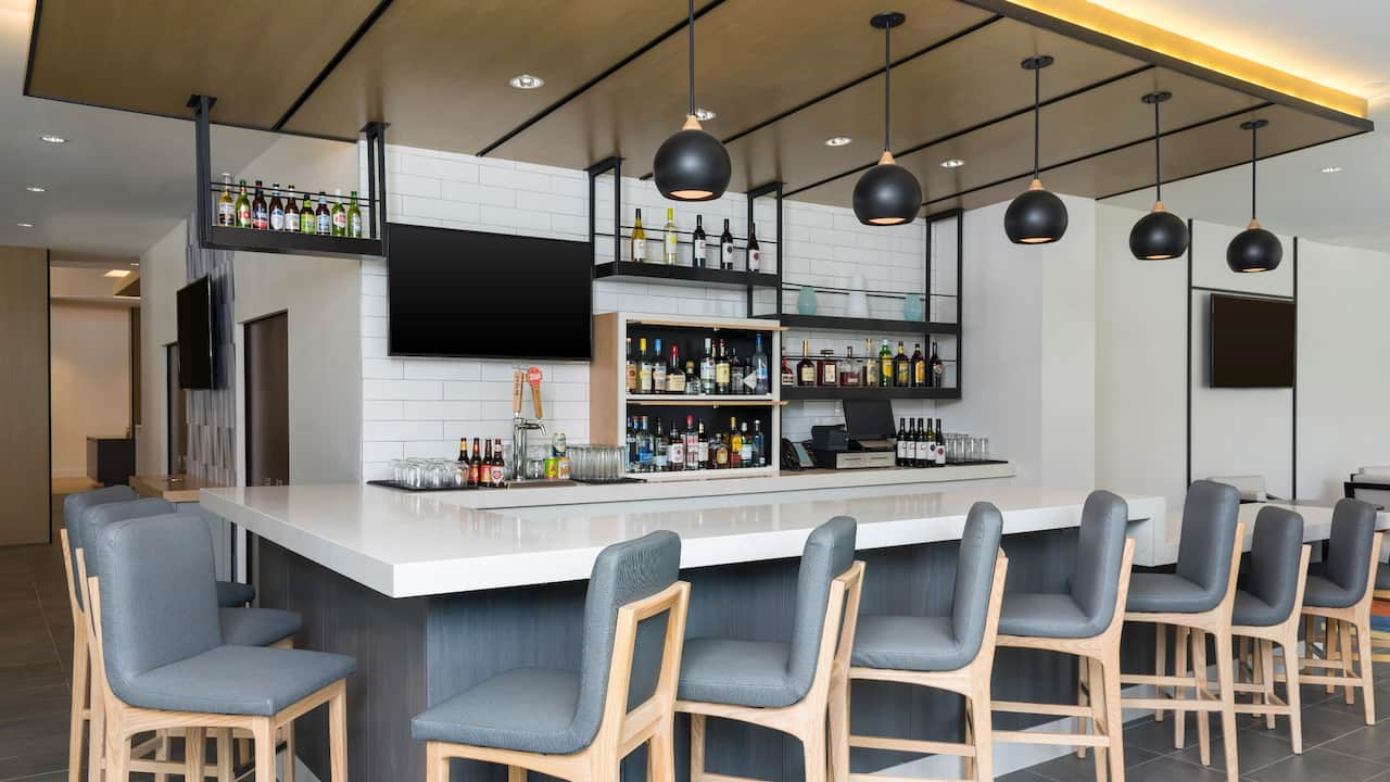 Hyatt House Austin / Downtown H Bar