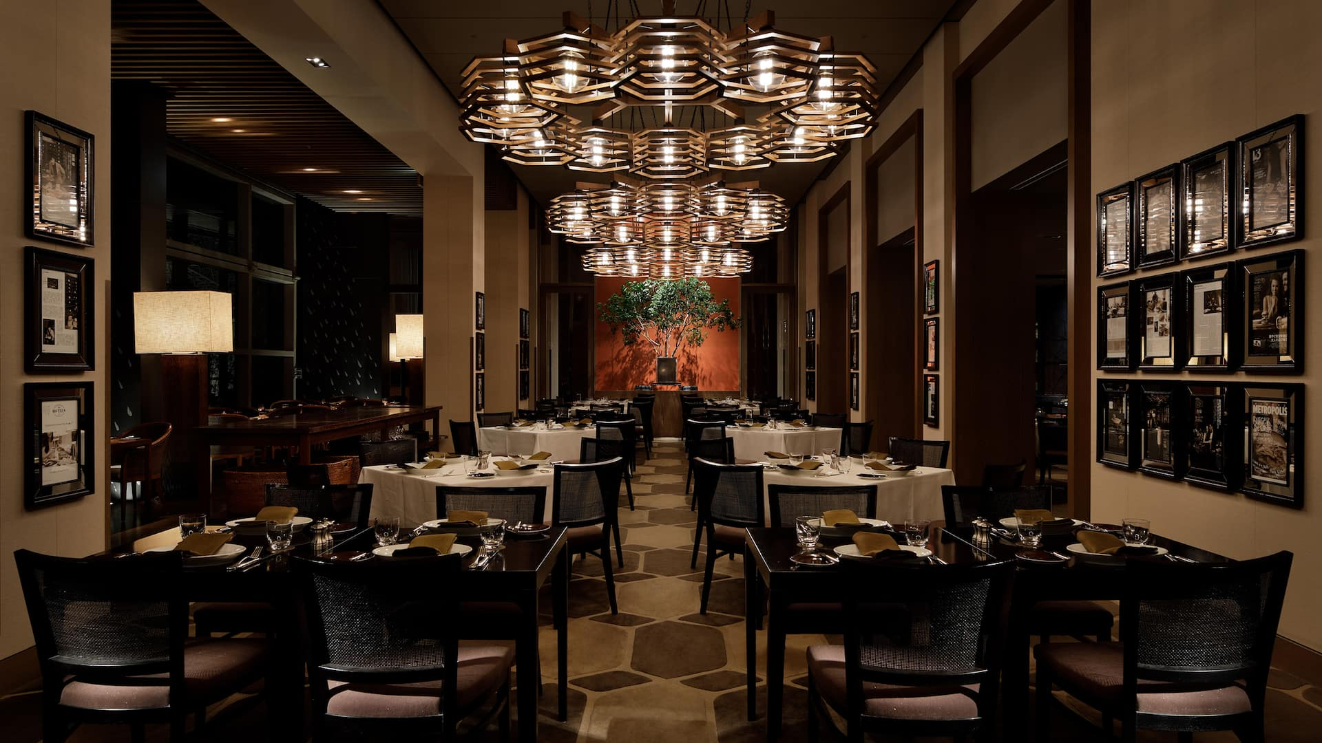 The Oak Door Main Dining Room - Grand Hyatt Tokyo