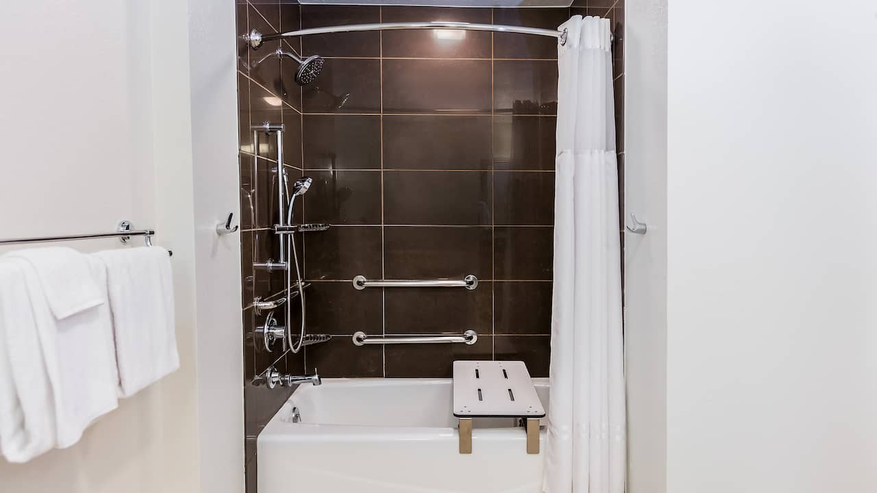 Accessible One Bedroom Tub