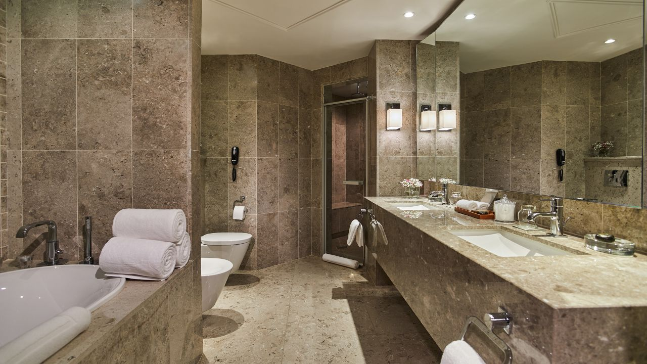 Diplomatic Suite Bathroom