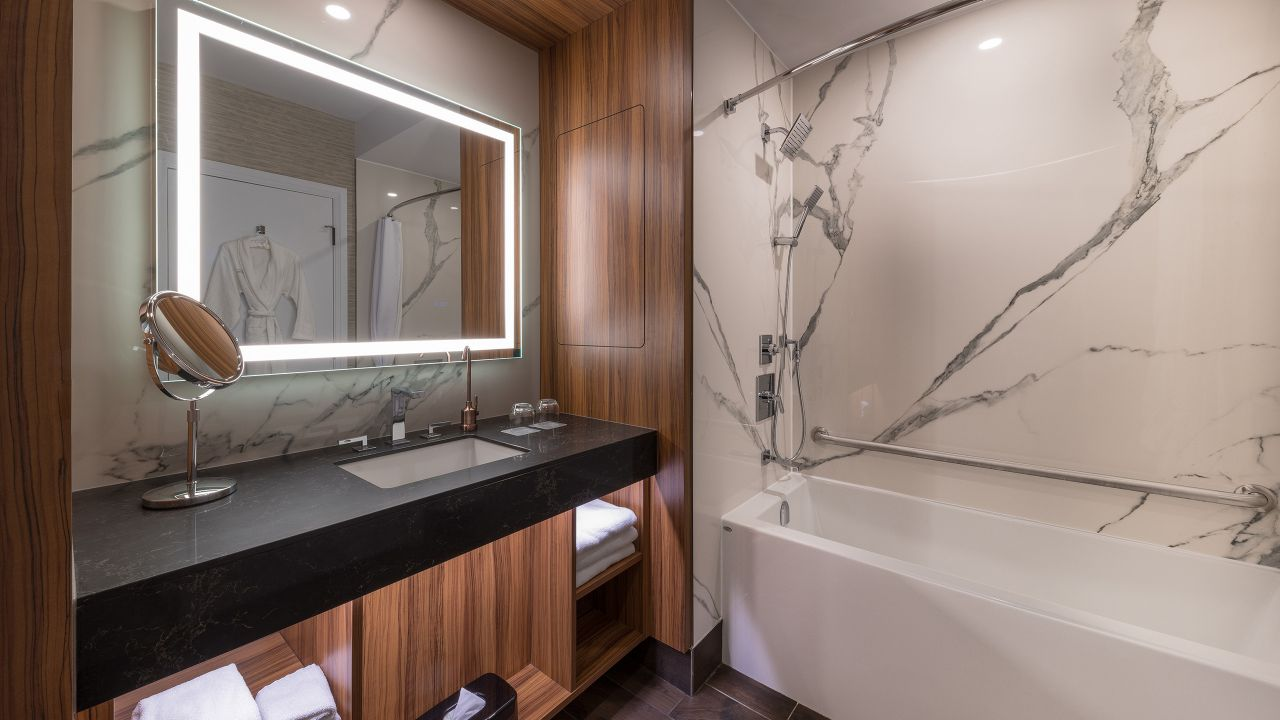 Hyatt Regency Calgary Suite Bathroom