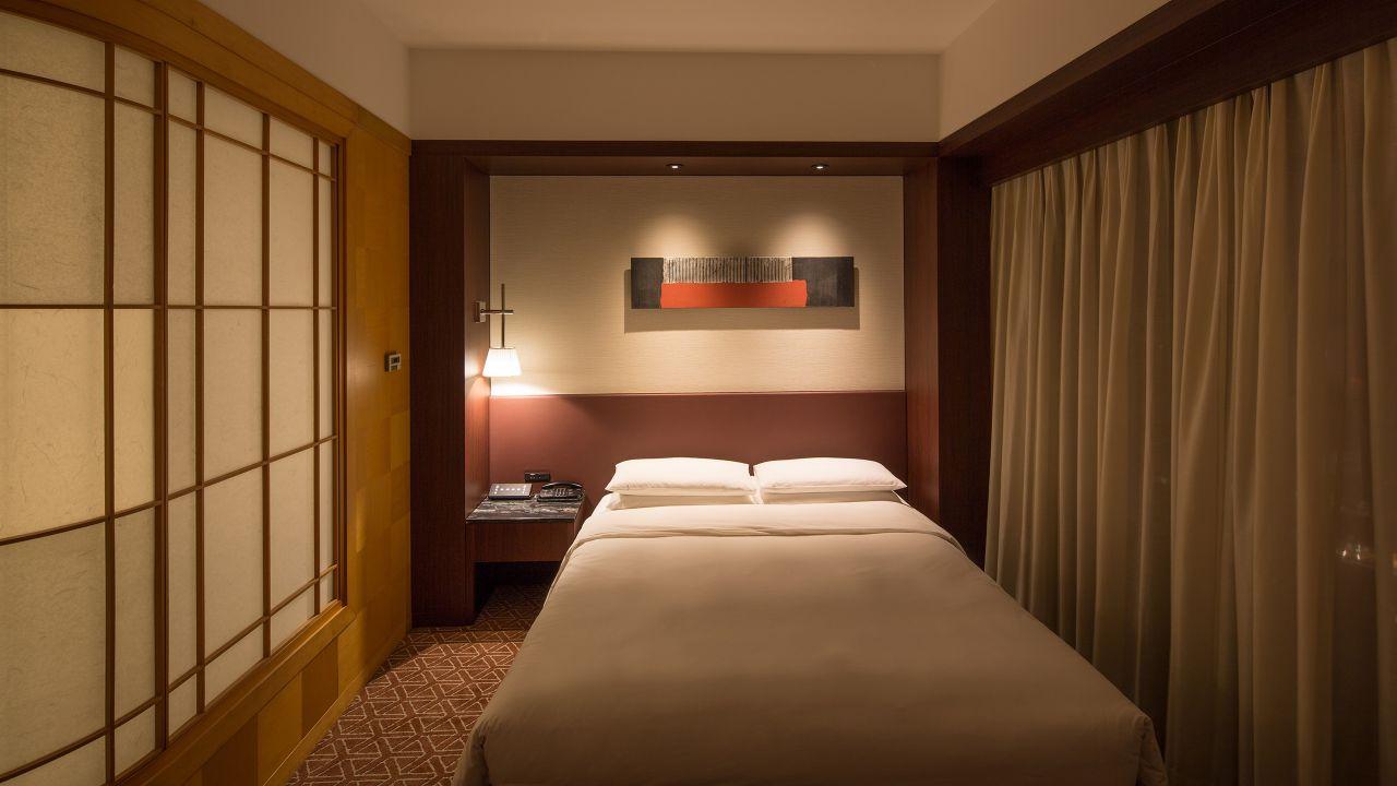 Grand Queen Bed