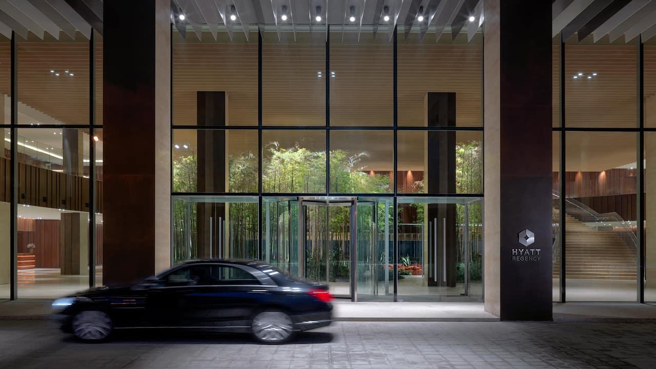 Hyatt-Regency-Beijing-Wangjing-P011-Hotel-Entrance.
