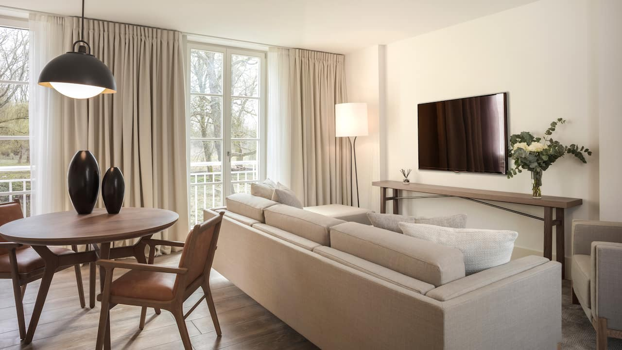 Regency Executive Suite at Hotel Hyatt Regency Chantilly