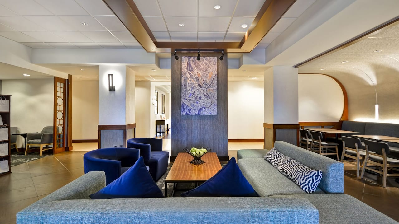 Hyatt Place Columbus / Worthington Lobby