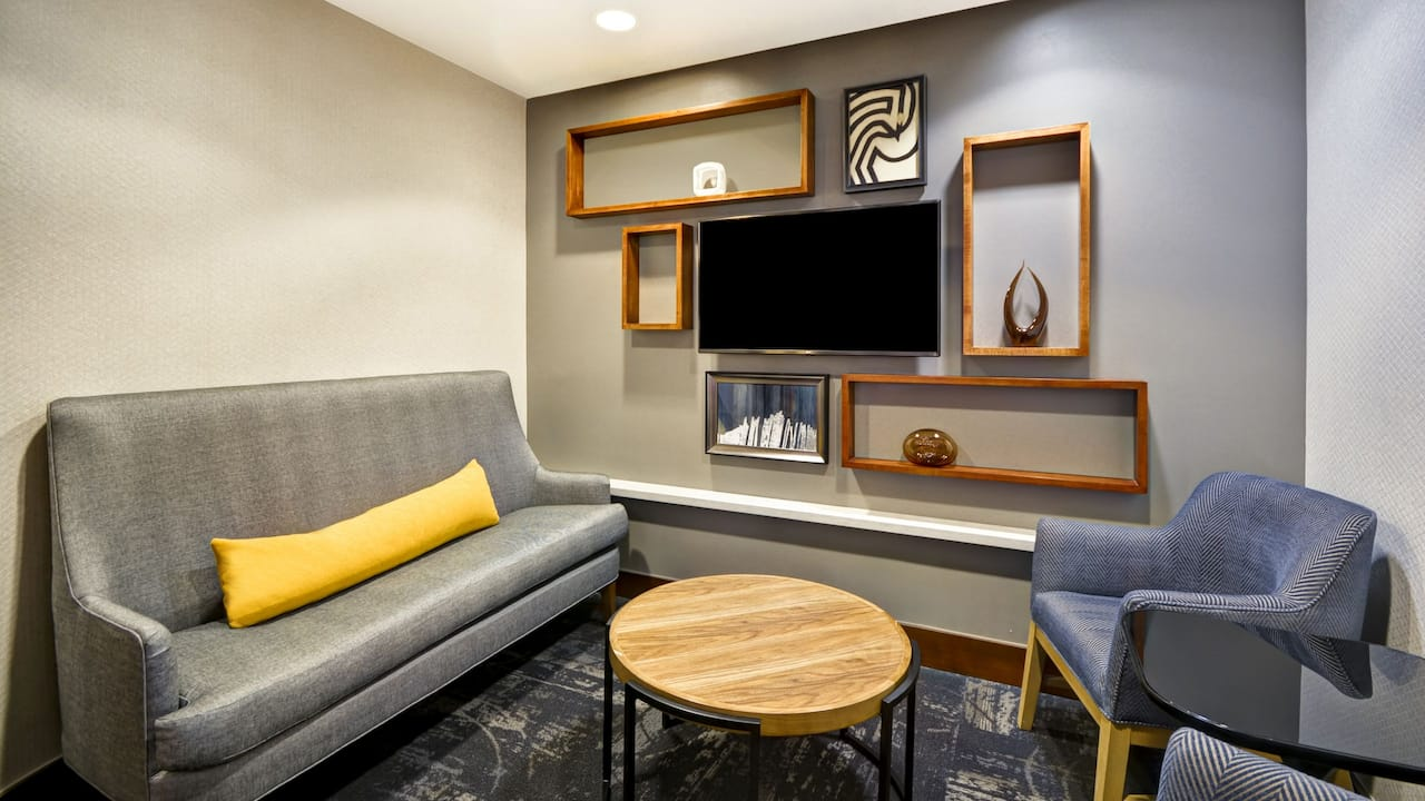 Hyatt Place Columbus / Worthington Nook Seating