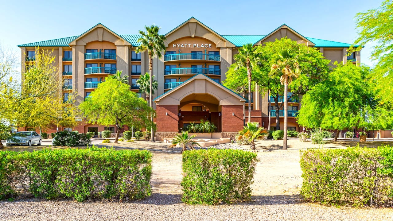 Hyatt Place Tempe/Phoenix Airport exterior at daytime