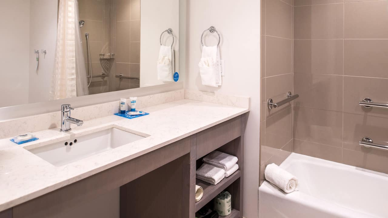 Hyatt House Raleigh / RDU / Brier Creek Bathroom Tub