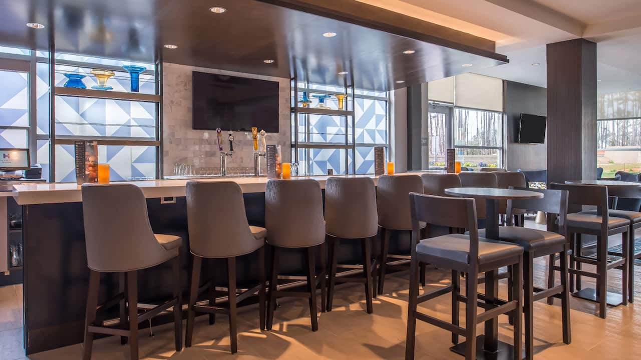 Hyatt House Raleigh / RDU / Brier Creek Bar Lounge