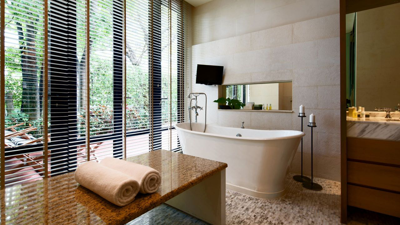 Spa Cottage Bathtub