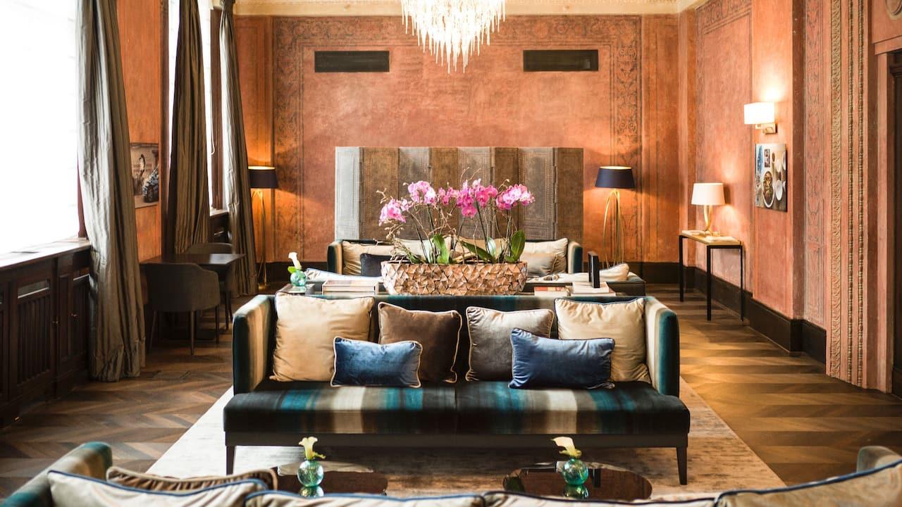 Dusseldorf lobby lounge