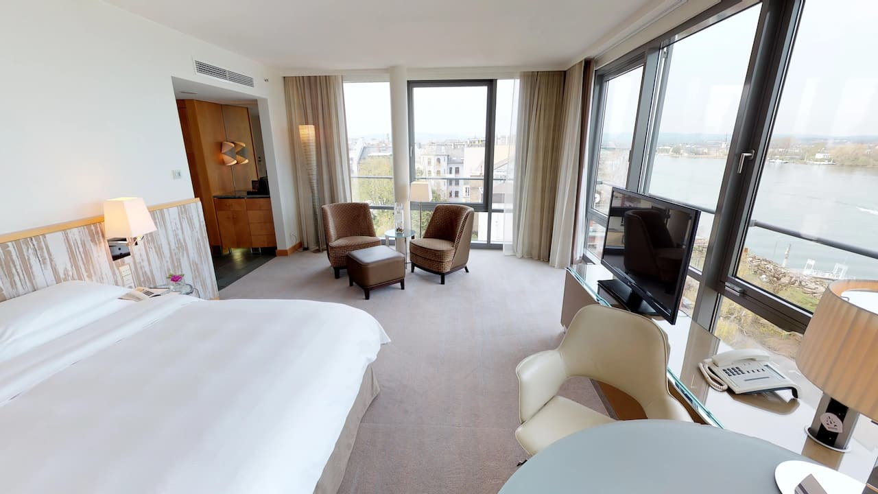 Club Deluxe King Room at Hyatt Regency Mainz