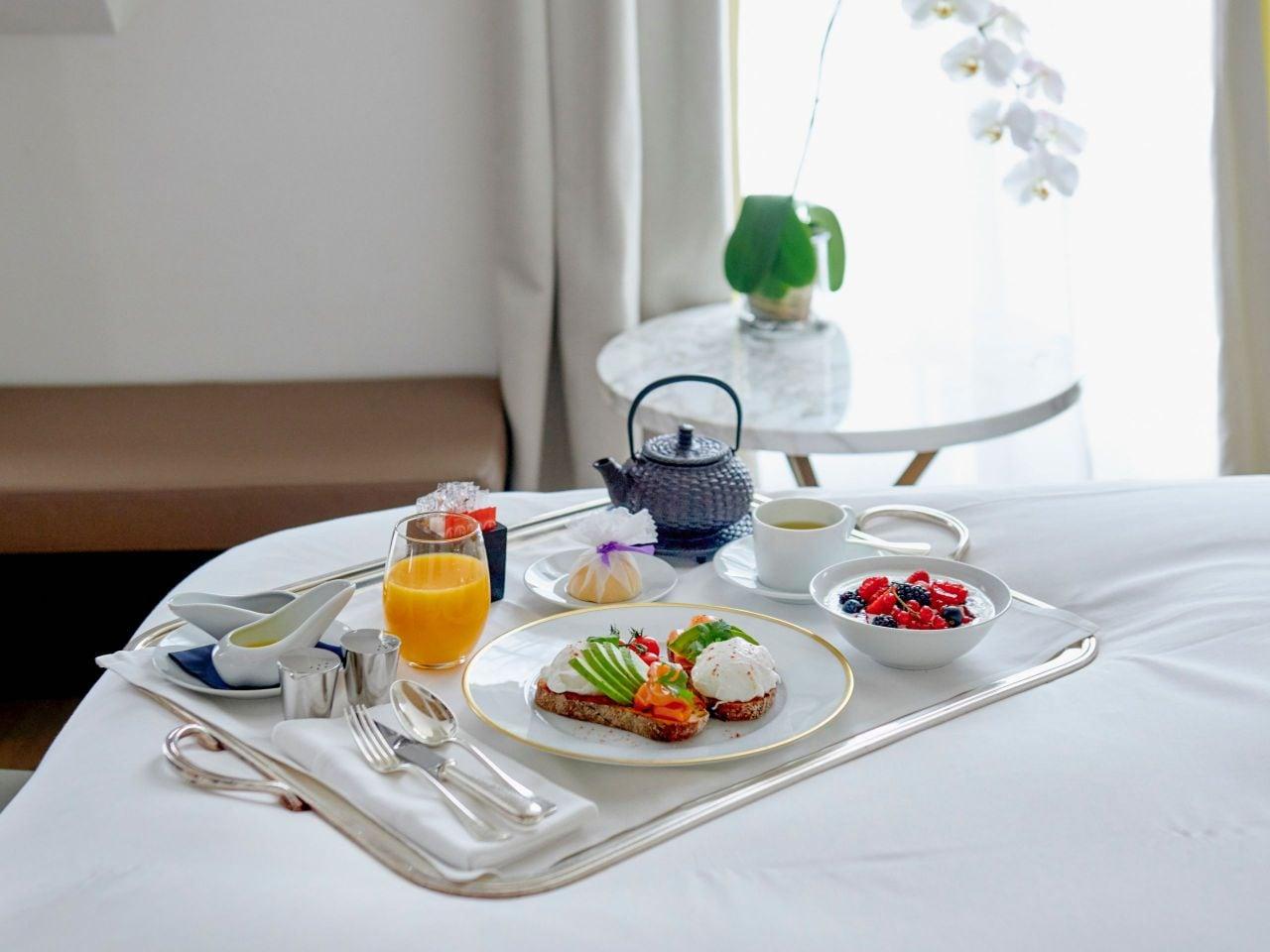 Petit Déjeuner en Room service à l'hôtel Hyatt Paris Madeleine