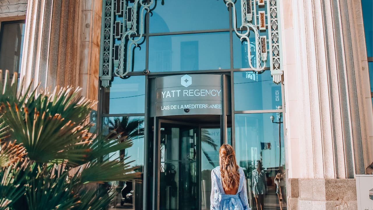 Woman Hyatt Regency Nice Palais de la Méditérranée Hotel Exterior