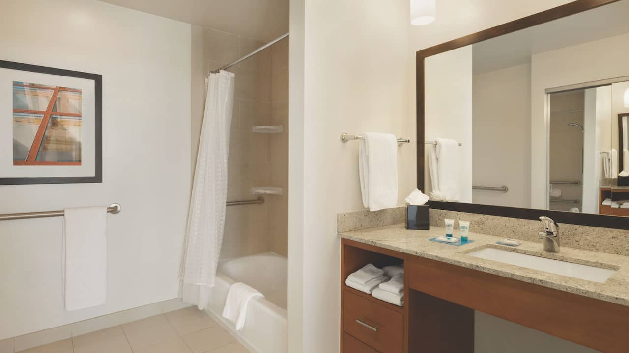 Hyatt House Denver Airport, bathroom