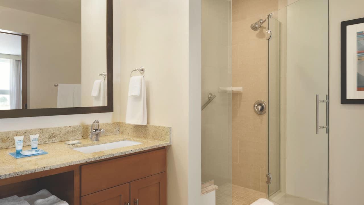 Hyatt House Denver Airport, bathroom