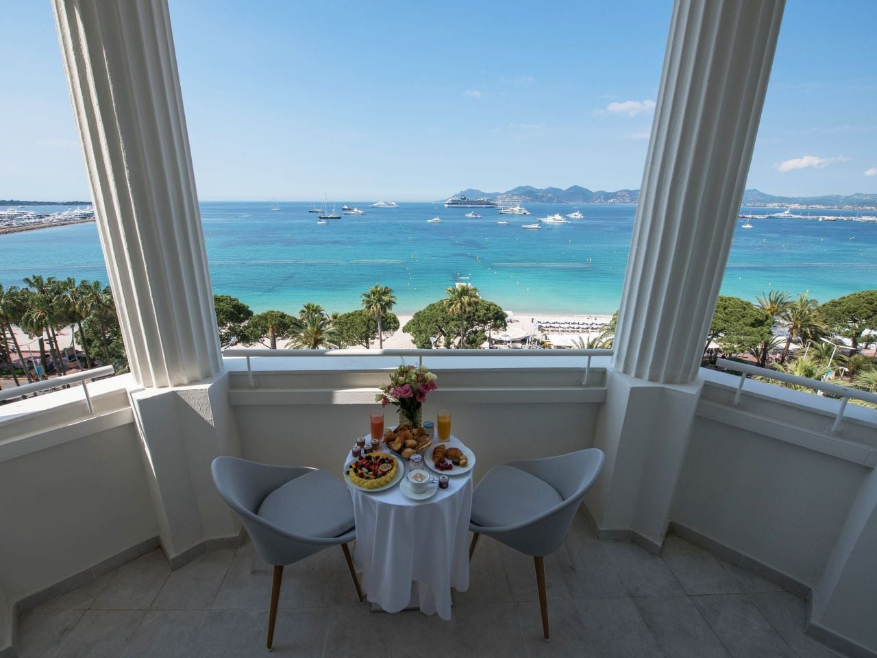 Room service at Hôtel Martinez Cannes by Hyatt