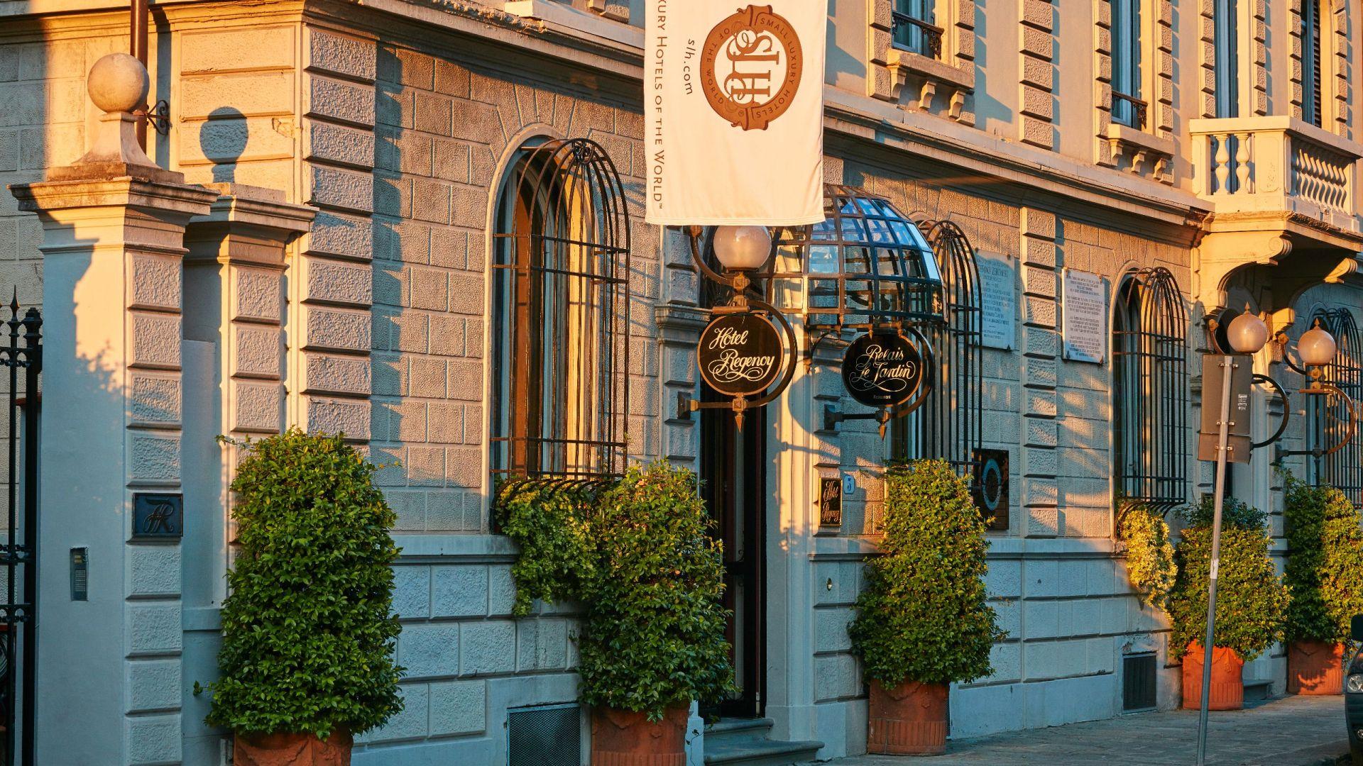Hotel Regency Entrance