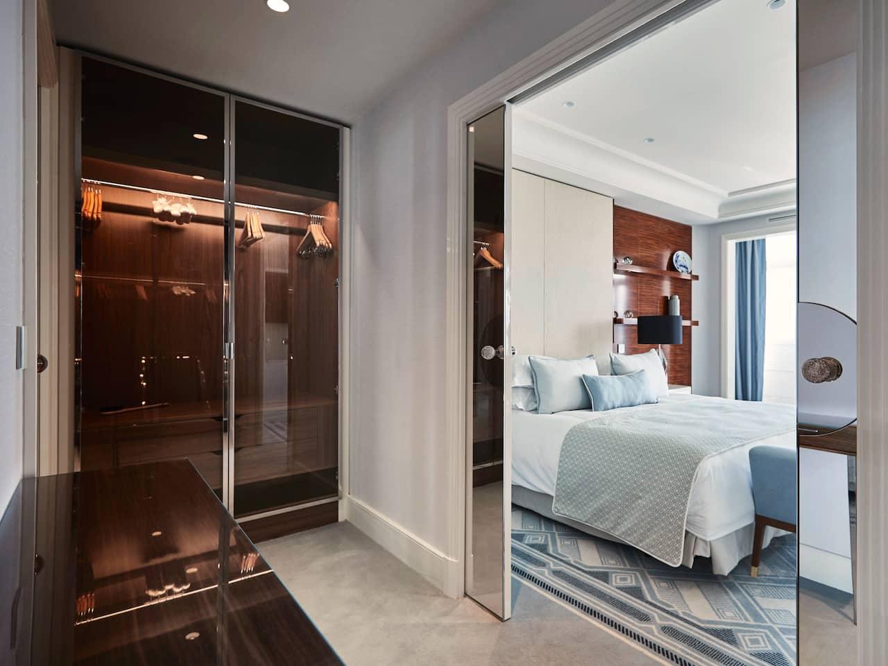 Room Suite Prestige Closet